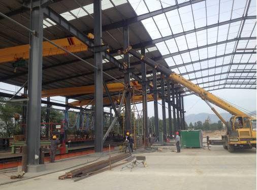 钢结构厂房吊装.jpg
