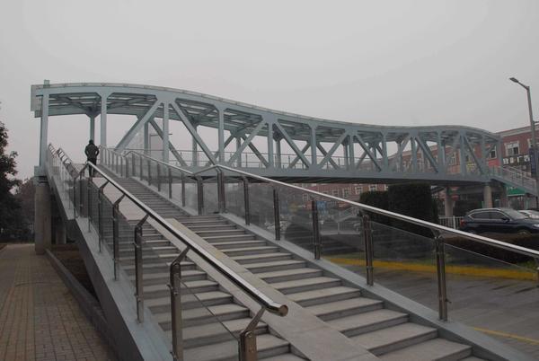 钢结构天桥安装.jpg